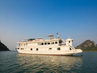 Perfect Houseboat with A/C and Wireless Internet - Halong Bay vacation rentals