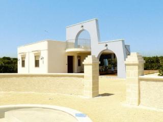 Bright 2 bedroom Villa in Torre Santa Sabina - Torre Santa Sabina vacation rentals