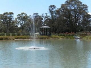 Comfortable 4 bedroom Guest house in Bowral with Internet Access - Bowral vacation rentals
