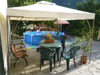 Romantic 1 bedroom Lavagna Cottage with Tennis Court - Lavagna vacation rentals