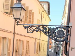 CASA SIMONETTA in BORGO - WI FI -ARIA CONDIZIONATA - Parma vacation rentals