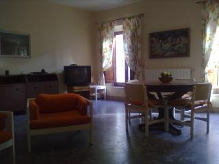 centro storico Scarlino app. Elisa - Scarlino vacation rentals