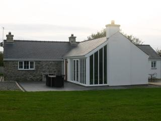 Beautiful Cottage with Deck and Internet Access - Aberdaron vacation rentals