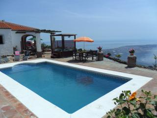 Charming Villa with Internet Access and Satellite Or Cable TV - Torre del Mar vacation rentals