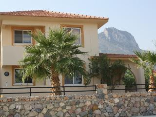 Beautiful Condo with Internet Access and A/C - Arapkoy vacation rentals