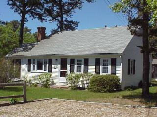 Adorable 2 bedroom Dennis Port House with Deck - Dennis Port vacation rentals