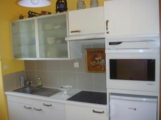 Romantic 1 bedroom Riom Condo with Central Heating - Riom vacation rentals