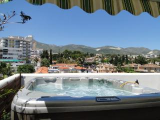 Beach, BBQ, wifi, air con, HOT TUB!, parking, !! - Benalmadena vacation rentals
