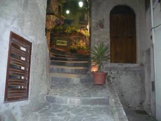 a casa du casteddu - 4 posti (+ 1), secondo piano - Galati Mamertino vacation rentals