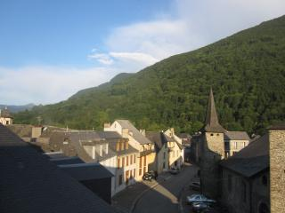 Nice House with Internet Access and Dishwasher - Saint-Girons vacation rentals