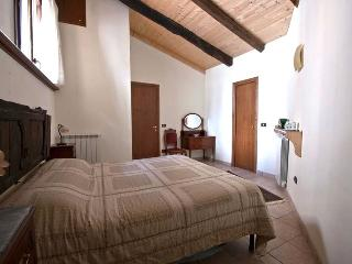 Romantic 1 bedroom Apartment in Navelli with Central Heating - Navelli vacation rentals