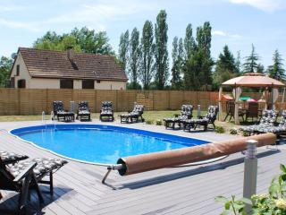 Beautiful Gite with Internet Access and Satellite Or Cable TV - Le Lude vacation rentals