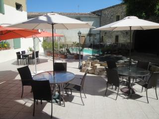 Romantic 1 bedroom Montaren-et-Saint-Médiers Condo with Internet Access - Montaren-et-Saint-Médiers vacation rentals