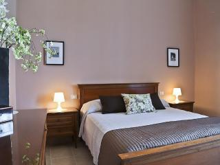 Menotti | Spacious 3 Bedroom Apartment in Lovely Residential Area - Florence vacation rentals