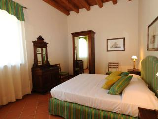 Lovely 2 bedrooms with garden - Peschiera del Garda vacation rentals