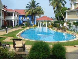 Sunny beach villa Goa retreat with infinity pool - Betalbatim vacation rentals