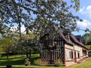 Lovely 2 bedroom Les Champeaux Cottage with Internet Access - Les Champeaux vacation rentals