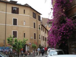 Ventisei Scalini a Trastevere -  Camera Scultore - Rome vacation rentals