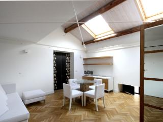 Ferrini Home Appartamento con camera da letto - Catania vacation rentals