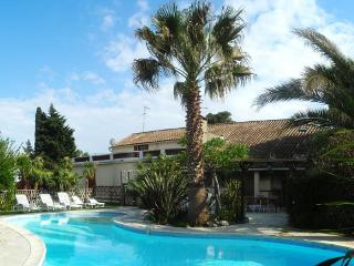L' Oasis location vacances 7 chambres 16 personnes - Argeliers vacation rentals