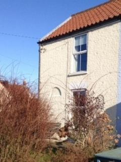 Lovely 2 bedroom Winterton-on-Sea Cottage with Deck - Winterton-on-Sea vacation rentals