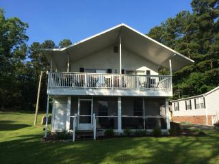 3 bedroom lake house on quiet part of Lake Murray South Carolina w/ boat ramp & dock on site - South Carolina Lakes & Blackwater Rivers vacation rentals