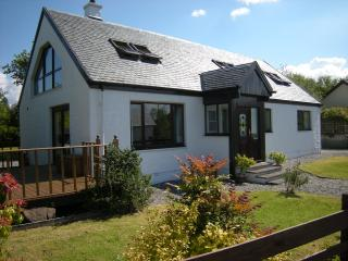 Comfortable Cottage with Deck and Internet Access - Port Appin vacation rentals