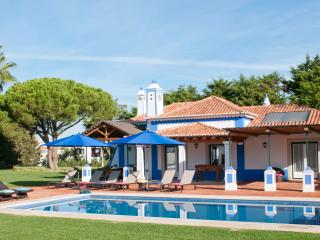 LUXURY 3 BEDROOM VILLA FOR 6 WITH PRIVATE POOLS IN OLHOS D'AGUA, ALBUFEIRA REF. ALMB134542 - Algarve vacation rentals
