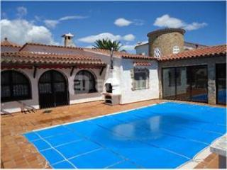 House With Pool And Mooring - Empuriabrava vacation rentals