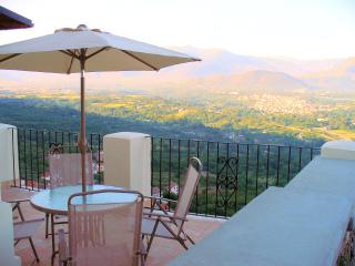 I Terrazzi a stunning house at 450 mts - great views. over looked by a castle - Roccacasale vacation rentals