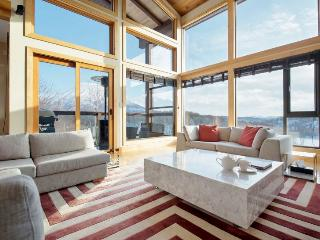 Zekkei, 6BR Luxury Alpine Chalet in Hirafu, Epic Yotei Views, Kids Room, Onsen - Kutchan-cho vacation rentals