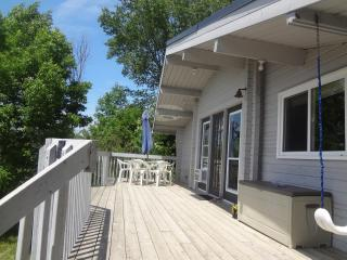 Waterfront Cottage McKellar/Parry Sound Ontario - Parry Sound vacation rentals