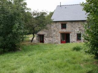 Cozy Gite in Langourla with Ping Pong Table, sleeps 8 - Langourla vacation rentals