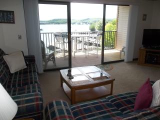 Great Lakefront Condo, King Bed, Wifi, Gas Grill - Lake Ozark vacation rentals