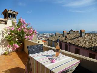 Gorgeous Village Home - Seaview Terraces, Wifi, AC - Villeneuve-Loubet vacation rentals