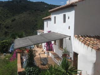 Bright 4 bedroom Riogordo Farmhouse Barn with Internet Access - Riogordo vacation rentals