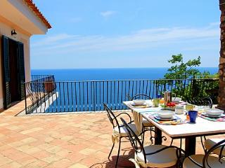 Gorgeous 3 bedroom House in Praiano with Deck - Praiano vacation rentals