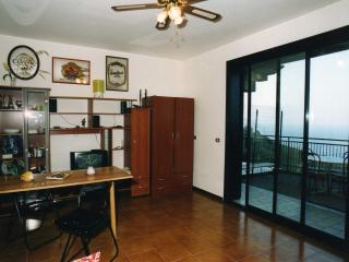 Cozy 1 bedroom Apartment in Castelmola with Balcony - Castelmola vacation rentals