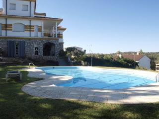 Casa Rural Habitaciones y completa - Canamero vacation rentals