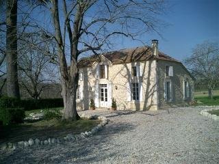 4 bedroom Farmhouse Barn with Internet Access in Coulx - Coulx vacation rentals