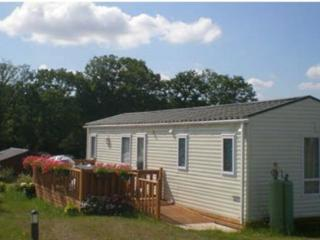Comfortable 2 bedroom Ploërmel Caravan/mobile home with Internet Access - Ploërmel vacation rentals