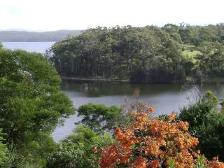 Comfortable 2 bedroom Cottage in Bermagui with Deck - Bermagui vacation rentals
