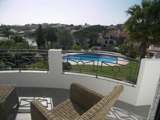 Sunny Villa with Internet Access and A/C - Quinta do Lago vacation rentals