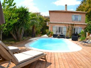 VILLA AVEC PISCINE BORD DE MER - Saint-Aygulf vacation rentals