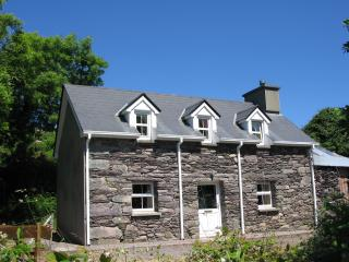 Charming 2 bedroom Caherdaniel Cottage with Television - Caherdaniel vacation rentals