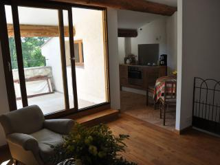 Bright 2 bedroom Quissac Gite with Television - Quissac vacation rentals