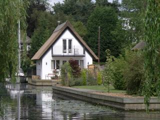 Wonderful Cottage with Internet Access and Boat Available - Horning vacation rentals