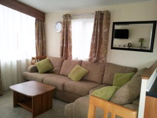 Comfortable House with Central Heating and Long Term Rentals Allowed - Forfar vacation rentals
