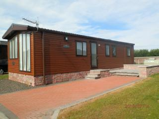 Comfortable 3 bedroom House in Forfar with Parking Space - Forfar vacation rentals
