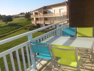 2 Bedroom Golf Apartment - Pornic vacation rentals